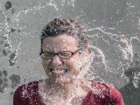 Что делать, если слуховой аппарат упал в воду?